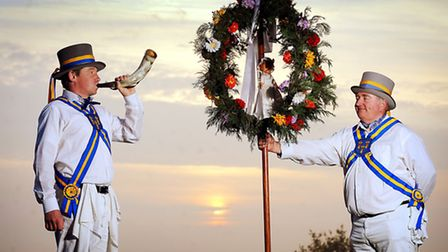 The King's Morris Dance up the Dawn on May 1st at Knights Hill roundabout in South Wootton - Andy Hu