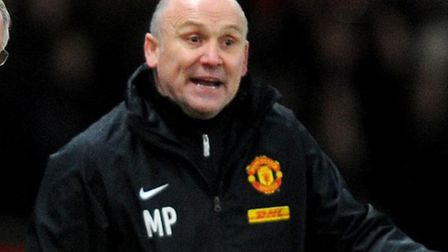 Manchester United manager Sir Alex Ferguson holds the match ball with assistant coach Mike Phelan (r