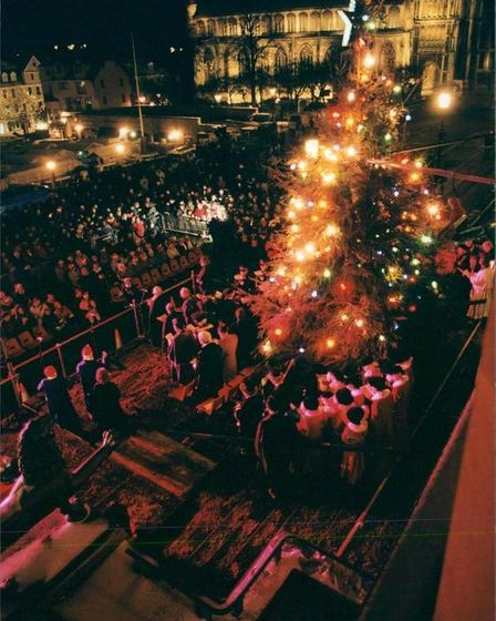 Carolers singing by the Christmas tree outside City Hall in Norwich. Date: December 7, 1995.