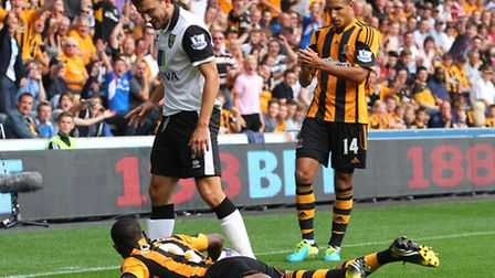 Robert Snodgrass of Norwich and Maynor Figueroa of Hull City tussle for the ball during the Barclays