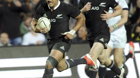 New Zealand's Julian Savea trybound for this third try against England in the third International Ru