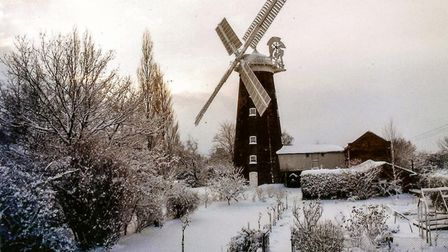 Buttrum's Mill and buildings in snow, Easter 1975