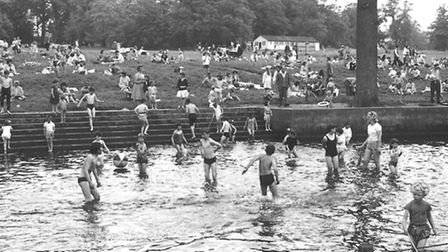 Places - EThe paddling pool at Earlham Park.Dated 18th May 1964Photograph C4116 Colton