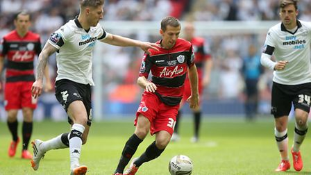 Derby County's Jeff Hendrick (left) and Queens Park Rangers' Gary O'Neil battle for the ball during