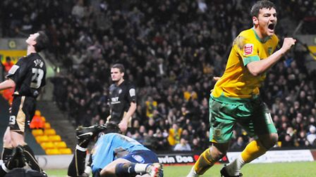 Football league action between Norwich City and Brentford.Chris Martin celebrates his goal.Photo: Ni