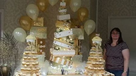 Big Fat Gypsy Christmas. Debbie Jansen with the wedding cake and cupcakes