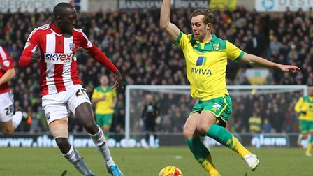 Steven Whittaker of Norwich and Toumani Diagouraga of Brentford in action during the Sky Bet Champio
