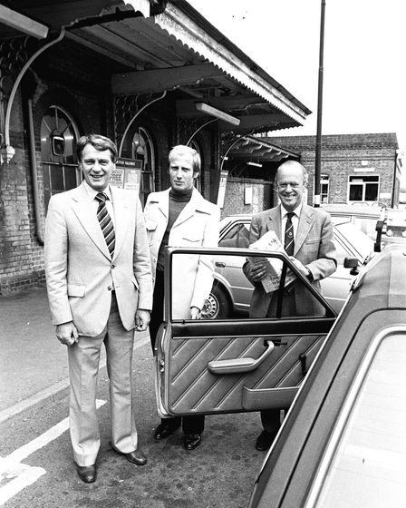 Bobby Robson at Ipswich Station in August 1982 with chauffeur Roger Nightingale and John Cobbold. Pi
