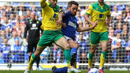 Wes Hoolahan is pushing for a start in Norwich City's Championship play-off semi-final, second leg r