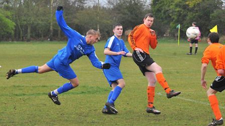 Norwich Sunday League, Lakewood Utd(blue) v Hethersett Ath at Longdale, Thorpe Marriott.Picture by S