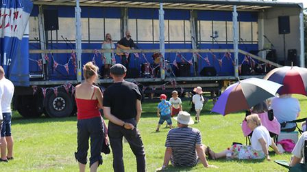 The Harvest Moon Festival 2015 in Beccles. The Broken Maps perform.