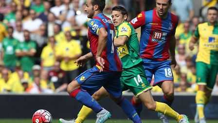Wes Hoolahan and Yohan Cabaye in action. Picture by Paul Chesterton/Focus Images Ltd