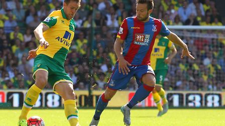 Steven Whittaker and Yohan Cabaye Palace in action. Picture by Paul Chesterton/Focus Images Ltd