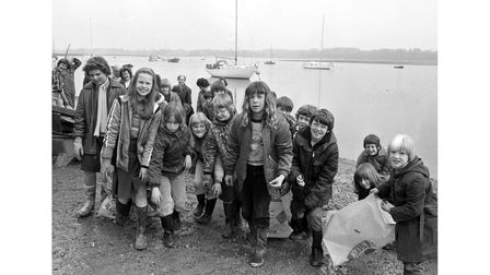 Waldringfield villagers clean up the beach in May 1981