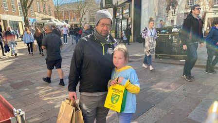 Lee Brooker and daughter Osscara with her Norwich City bag.