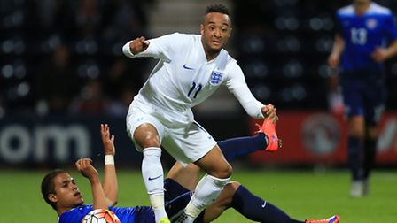England's Nathan Redmond (front) and USA's Alonso Hernandez battle for the ball during the Under-21