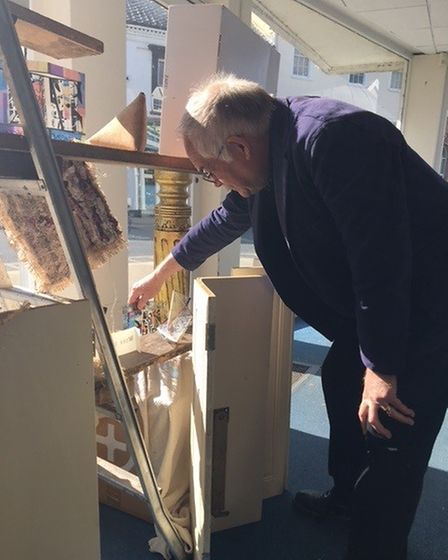 Neil Harvey of the 4AM Art Group setting up his display