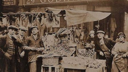Petticoat Lane... at the turn of the 20th century
