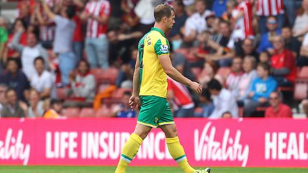 Steven Whittaker picked up two quick yellow cards in the first half of Norwich City's 3-0 Premier Le