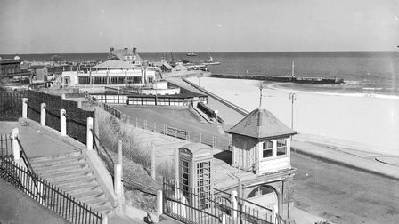 Places - GThis picture shows Gorleston seafront, showing the South Pier, Pier Hotel, Floral Ha