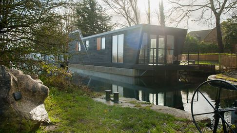House boat review - the Oyster Catcher permanent house boat