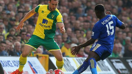 4 - Steven Whittaker was given a torrid time by Leicesters Jeffrey Schlupp as he struggled to strike