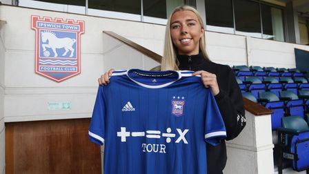Liv Smith signs for Ipswich Town Women 4