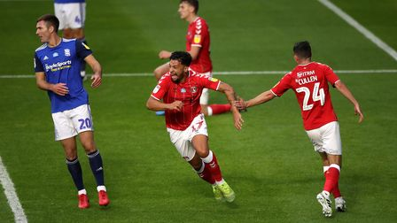 Charlton Athletic's Macauley Bonne (centre) celebrates scoring his side's first goal of the game dur