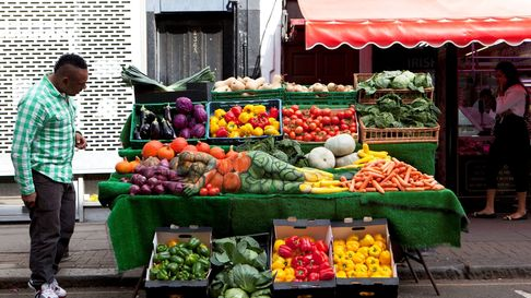 Can you spot the woman hidden in this market stall?