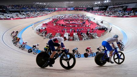 Great Britain's Matthew Walls (left) on the way to winning in the Men's Omnium Scratch Race 1/4 at I