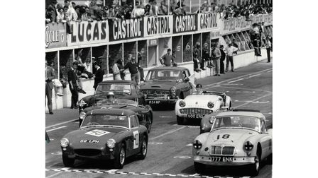Non-supercharged sports cars at Snetterton, Norfolk in 1961
