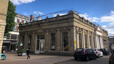 Bespoke furniture business Sofas & Stuff is opening in the former Laura Ashley unit in the Cornhill in early September 2021.