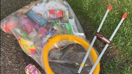 Ely litter picker Brian Calvert was thanked by teenagers for his rubbish-removing efforts.