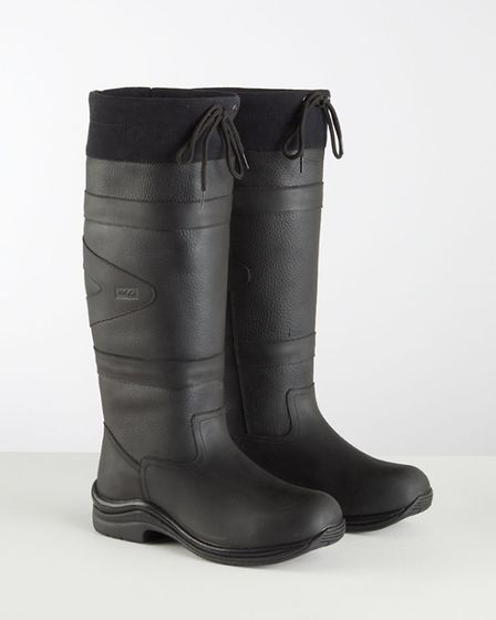The Canyon boot is hand-made with 100% leather and is ideal for all conditions being light and breat