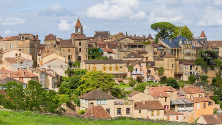 View of Belves, a beautiful medieval village in Dordogne (c) ruivalesousa/Getty Images