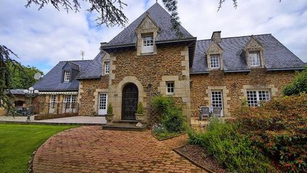 Manor house in Cotes d'Armor on the market with Agence Newton