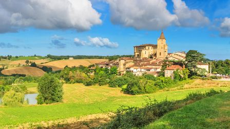 The village of Lavardens and it's chateaux (c) rustamank / Getty Images