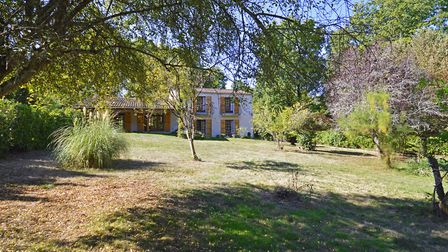 Country house in Dordogne on the market with Leggett