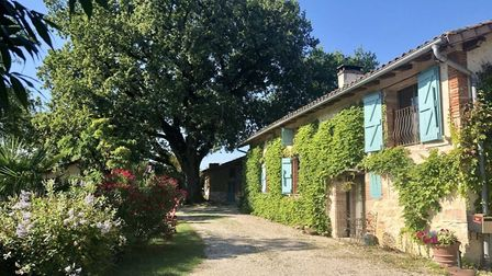 Restored farmhouse in Tarn with three hectares of land