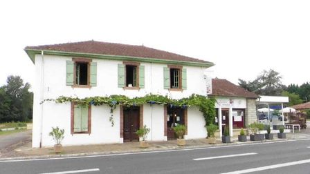 Popular bar-restaurant and house in Gers for sale with Leggett Immobilier