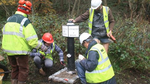 WRG and CUCT volunteers reinstating a Uttoxeter milepost