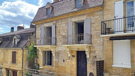 Townhouse in St Cyprien in Dordogne on the market with Agence Eleonor