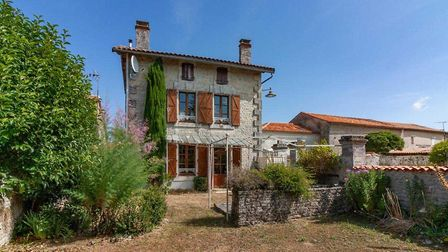 ¬130,000, Charente: Three-bed house with gardens and outbuildings 20 minutes from Angoulême (Charent