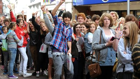 NEWS PICTURE ANDY ABBOTT 11.9.11 Ed appeal: Fans in their hundreds queue outside HMV in Ipswic