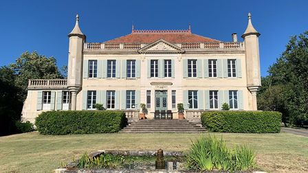 Six-bedroom chateau in Gers with two guest houses, equestrian facilities, swimming pool and tennis c