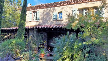 560,000 euros, Aude: Renovated four-bed cottage with sauna, heated pool and large garden (Beaux Vill