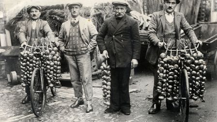 Onion Johnnies at Roscoff during the heyday of trips to Britain. Pic: La Maison des Johnnies et L'Oi