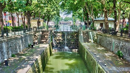 The tree-lined Canal Saint-Martin © Delpixart