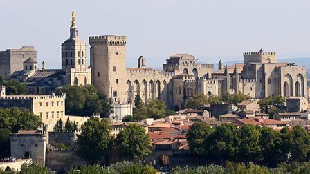 The grand Palais des Papes dominates the skyline in Avignon © Jean-Marc Rosier CC BY-SA 3.0