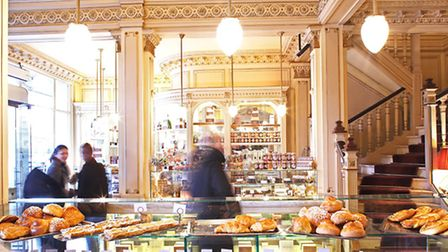 Decadent pastries tempt customers at Angelina © Marc Bertrand